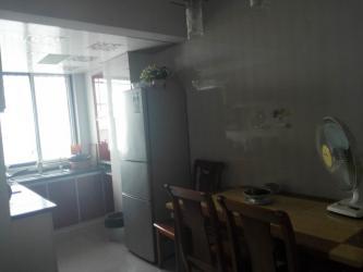 现代城3室1厅精装修