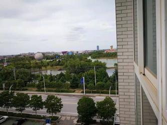 解放西路明达双语小学周边电梯吉房出售